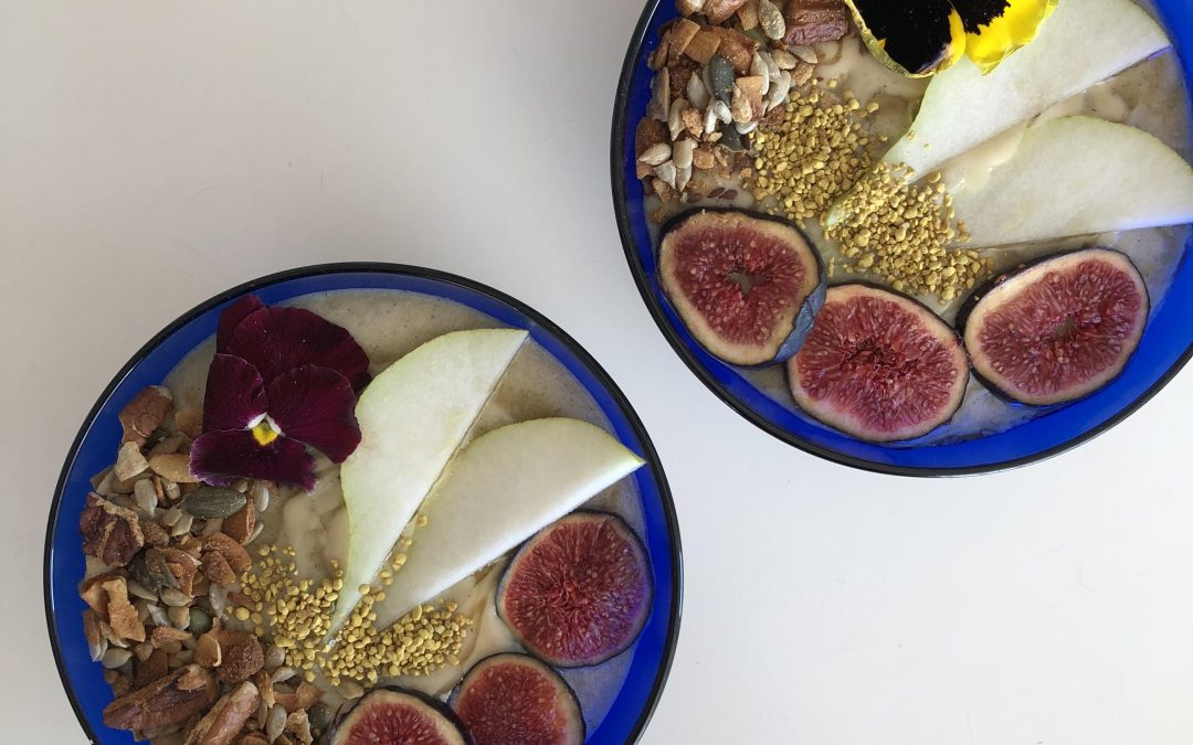 Autumn Pear & Cardamom Smoothie Bowl